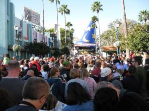 crowds-at-disney-hollywood