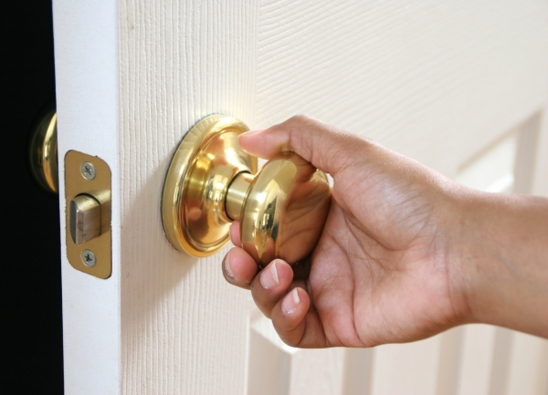Most people know that cold and flu viruses can contaminate doorknobs, handrails, elevator buttons and other surfaces.