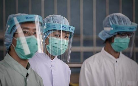 Officials are seen at the border with mainland China in Hong Kong on Thursday as authorities step up measures against the spread of H7N9 bird flu. Photo: AFP